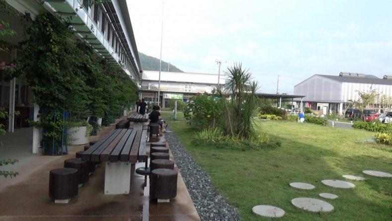 保田小学校 芝生の休憩エリア