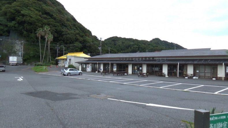 道の駅きょなん 物産館前駐車場